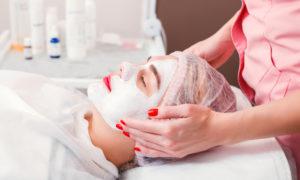 cosmetic-procedure-in-spa-salon-PTJ8XZM
